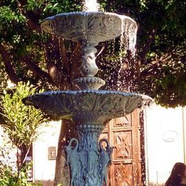 Barbie Corbett-Newmin - Fuente En Jardin de la Union, Guanajuato, Guanajuato