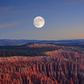 Raymond Salani III - Full Moon over Bryce Canyon