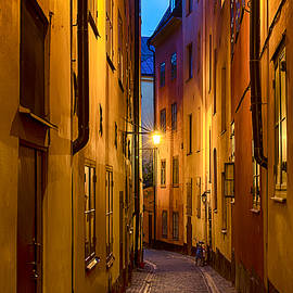 Roksana Bashyrova - Gamla stan street at night