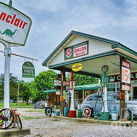 Priscilla Burgers - Gay Parita Sinclair Station