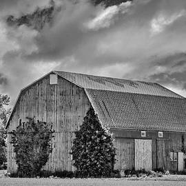 Guy Whiteley - Genesee County Barn 8395
