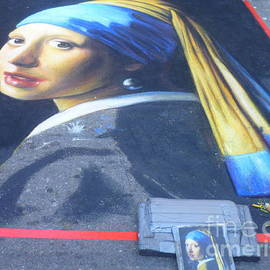 Lingfai Leung - Girl with A Pearl Earring - Chalk artwork