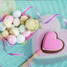 Svetlana Iso - Give a little sweet love
