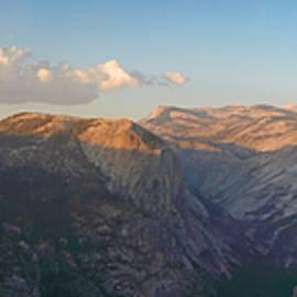 Nicholas Blackwell - Glacier Point Panorama