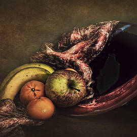 Hugo Bussen - Glass plate with fruit