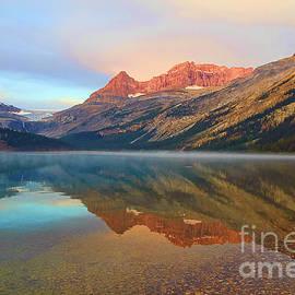 Teresa Zieba - Glorious Sunset at Bow Lake