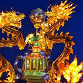 Lingfai Leung - Golden Dragons playing with Silver Ball Chinese Lantern
