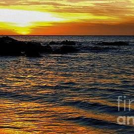 Luv Photography - Golden Ocean