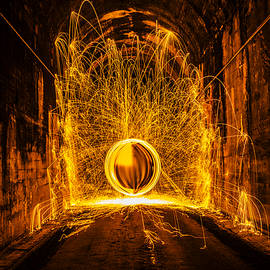 Golden Spinning Sphere - Pelo Blanco Photo