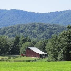 Charlotte Gray - Mountain Barn Retreat