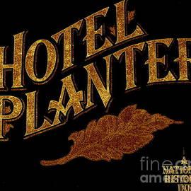 Loretta Bueno - Hotel Planter