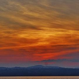 Thomas McGuire - Hudson Painted Sky