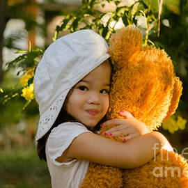 Michelle Meenawong - I love my teddy bear