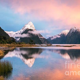 Matteo Colombo - Iconic view of Milford Sound at sunrise - New Zealand