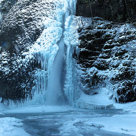 Jeff Swan - Icy Horsetail falls