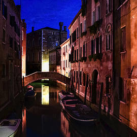 Georgia Mizuleva - Impressions of Venice - Wandering Around the Small Canals at Night