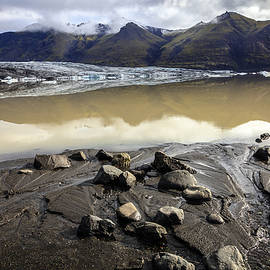 Alexey Stiop - In the glacier path