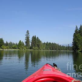 Nina Prommer - Kayaking down the Swan River