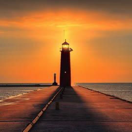 Dale Kauzlaric - Kenosha Lighthouse Shining Light
