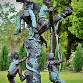 Cynthia Guinn - Kids At Play