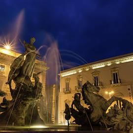 Georgia Mizuleva - La Fontana di Diana - Syracuse Sicily Romantic Blue Hour