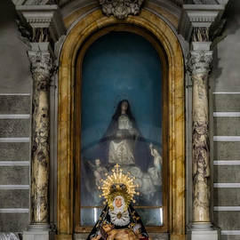 Adrian Evans - La Pieta Statue