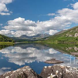 Adrian Evans - Lake Mymbyr Rocks