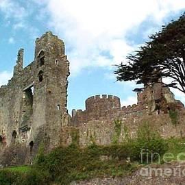 Jacquie King - Laugharne Castle