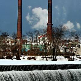 Barbara S Nickerson - Lawrence A Massachusetts Mill Town