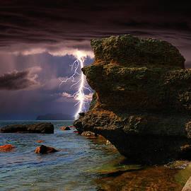 Yuri Hope -  Lightning among the rocks