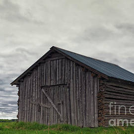 Jukka Heinovirta - Locked Barn Under The Clouds