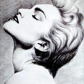 Georgia Brushhandle - Madonna