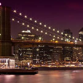 Manhattan at Night - Melanie Viola