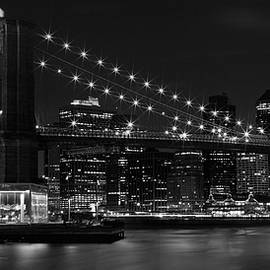 Manhattan at Night b/w - Melanie Viola