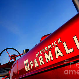 McCormick Farmall Red Beauty - Olivier Le Queinec