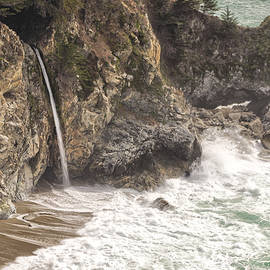 Tony Crehan - McWay Falls - Big Sur - California USA