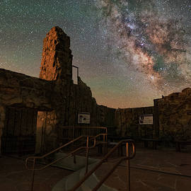 Mike Berenson - Milky Way Steps At The Crest House Ruins