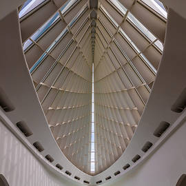 Milwaukee Art Museum Hall - Steve Gadomski