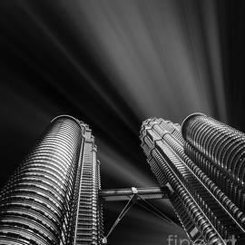 Stefano Senise - Modern skyscraper black and white picture