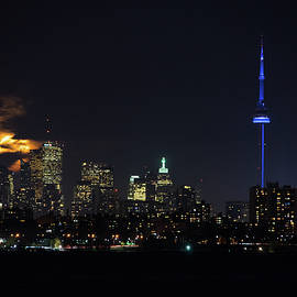 Georgia Mizuleva - Moody Supermoon Over Toronto