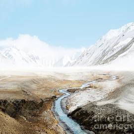 Mount Everest  - Setsiri Silapasuwanchai