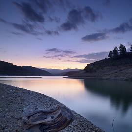 Guido Montanes Castillo - Mountain light. Blue sunset