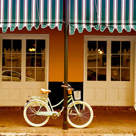 Felix Lai - New Orleans Street Photo, Bicycle Outside A Cafe