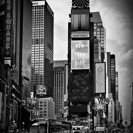 Melanie Viola - NEW YORK CITY Times Square - monochrome