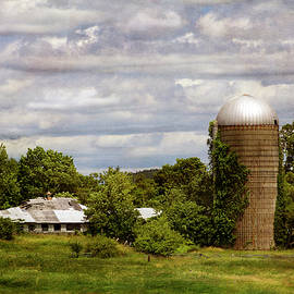 Betty Denise - NH Farm Scene - Weathered to Perfection