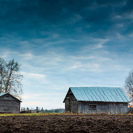 Jukka Heinovirta - Night Sky Over The Barn Houses