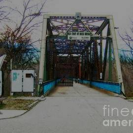 Kelly Awad - Old Chain of Rocks Bridge
