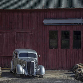 Old Classic Car at the Barn - Edward Fielding