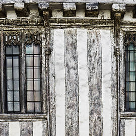 Old english house - Tom Gowanlock