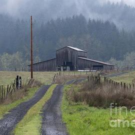 Inge Riis McDonald - Old Oregon Barn